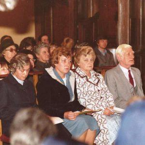 Renée Paquet entre ses parents et la Supérieure des Filles de Pesche avant de prononcer ses voeux
