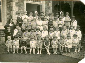 Ecole libre de Floreffe Classe gardienne de Soeur Elisabeth en 1928