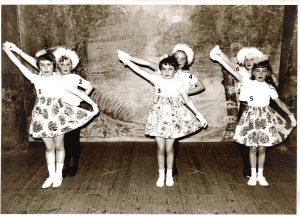 Spectacle de fin d'année école libre de Floreffe 5ème primaire 1964-65