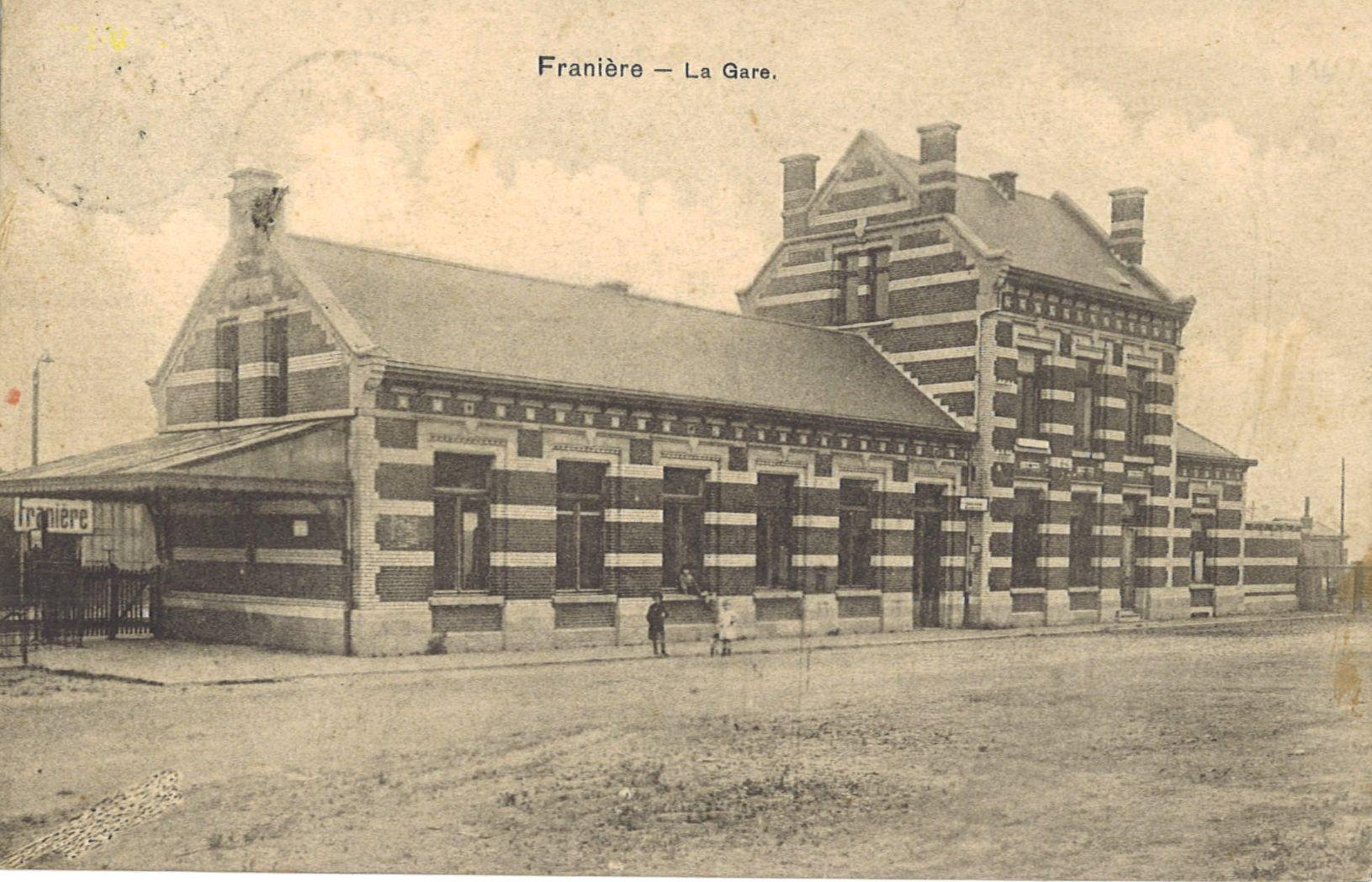 Franière – place de la gare et gare