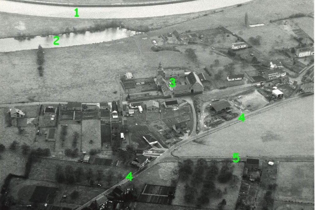 Floriffoux – rues du Chêne et Emmanuel Moreau – la Sambre et la ferme de la Tour – photo aérienne