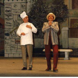 Dans « Chansons de Paris », Georges en maître d'hôtel donne la réplique à André Cador.