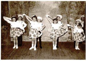 Floreffe – Ecole libre – 1964 – 1965Spectacle de fin d'année Ecole libre de Floreffe 4ème primaire 1964-65